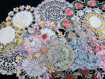 16 vintage colored thread doilies, old crochet lace doily lot, flowers