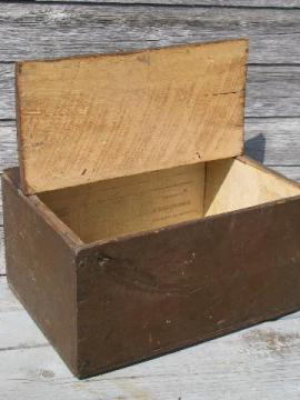 1880s vintage wide board box, primitive old trunk w/antique newspaper lining
