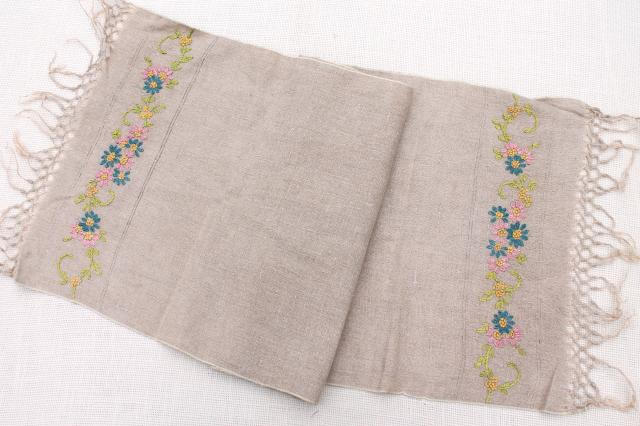 S vintage embroidered linen farmhouse table runner