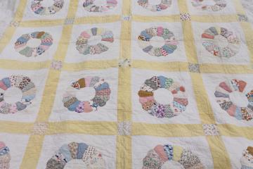 1930s 40s vintage Dresden plate quilt, hand stitched nice old cotton print fabric