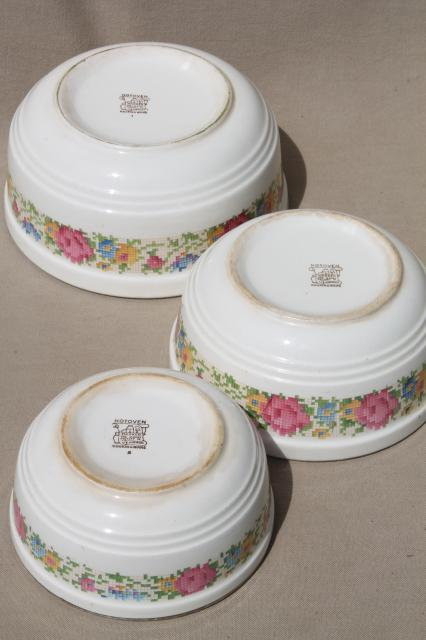 1930s Vintage Harker Hotoven Pottery Nesting Mixing Bowls