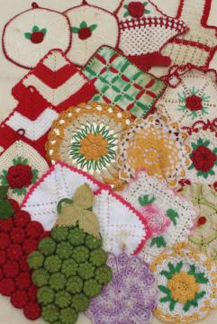 1940-50s vintage crochet potholders, lot of kitchen pot holders & hot mats