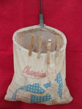 1940s 50s laundry wash line hanger clothespin bag, vintage clothespins