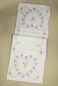 1940s or 1950s vintage table runner w/ hand stitched embroidery, hearts & flowers