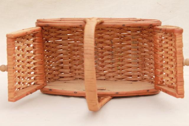 1960s Vintage Sewing Basket Small Toto Style Picnic