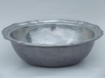1970s vintage Wilton Armetale pewter serving bowl, Queen Anne pattern