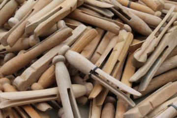 200 vintage wood clothespins, primitive old wooden clothespin lot