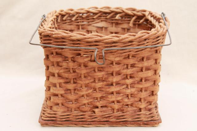 30s 40s vintage wash day clothesline basket to hold clothespins on a laundry line
