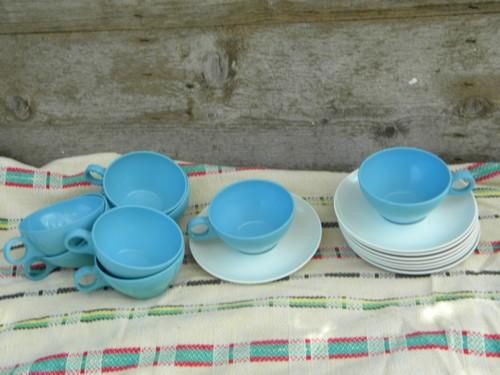50s-60s vintage melmac coffee cups & saucers, retro aqua & white