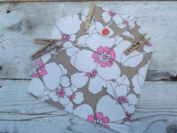 60s vintage cotton clothespin bag, big flowers print fabric, very retro!