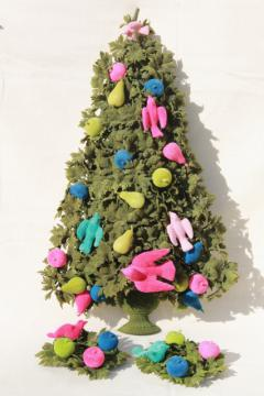 60s vintage flocked Christmas tree door decoration, pink & aqua birds retro kitsch