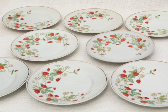 70s vintage Avon strawberry pattern china salad or dessert plates w/ red strawberries set of 8 & 70s vintage Avon strawberry pattern china salad or dessert plates w ...