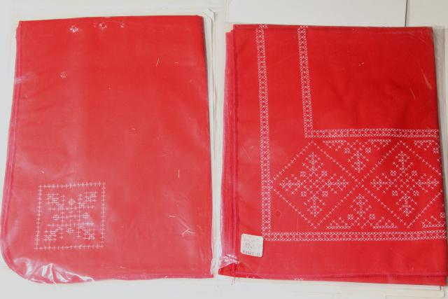 70s vintage Christmas table runner napkins kit stamped to embroider, red white snowflakes
