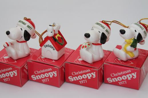 70s vintage snoopy peanuts christmas ornaments set in original boxes dated 1977