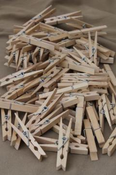 75 vintage wood clothespins, primitive old wooden clothespin lot