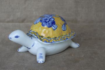 80s vintage Made in China porcelain turtle box, covered dish blue & white w/ yellow