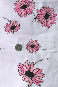 80s vintage cotton fabric w/ daisy print, retro pink & black daisies flowers