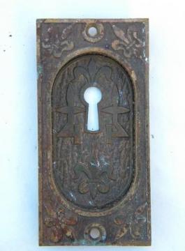 Antique Arts & Crafts vintage ornate fleur-de-lis brass/bronze escutcheon keyhole