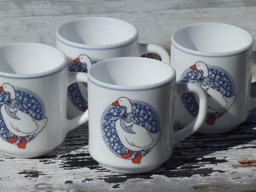 Arcoroc glass coffee mugs, blue calico goose set of 4 80s