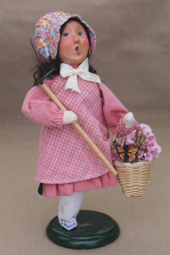 Byers choice garden girl with rake and flowers, spring holiday caroler figurine