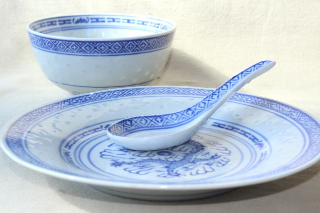 Chinese blue \u0026 white rice grain porcelain vintage bowls spoons plates made in China & blue \u0026 white rice grain porcelain vintage bowls spoons plates ...