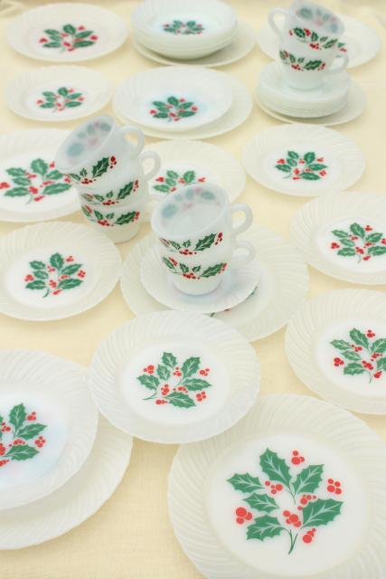 Christmas holly milk glass dishes holiday dinnerware set for 8 vintage Crisa Mexico & Christmas holly milk glass dishes holiday dinnerware set for 8 ...
