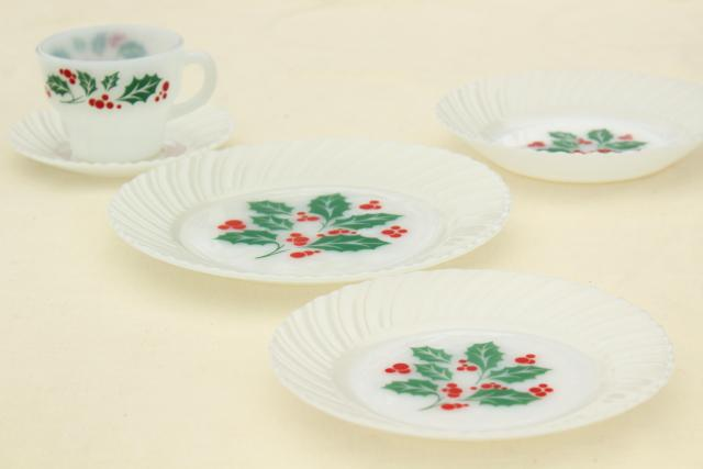 Christmas holly milk glass dishes holiday dinnerware set for 8 vintage Crisa Mexico & holly milk glass dishes holiday dinnerware set for 8 vintage ...