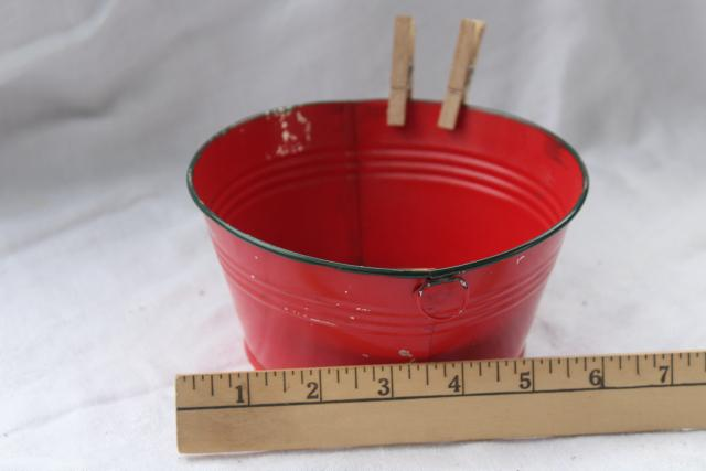 Christmas red & green tiny vintage tin toy wash tub & doll size wood clothespins