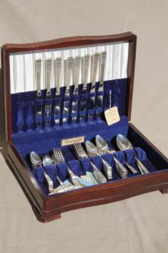 Coronation vintage Oneida Community silver plate flatware set in wood chest silverware box