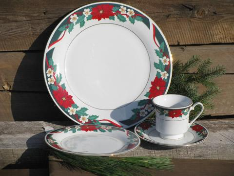 & Deck the Halls Christmas holiday dishes for 4 Tienshan china