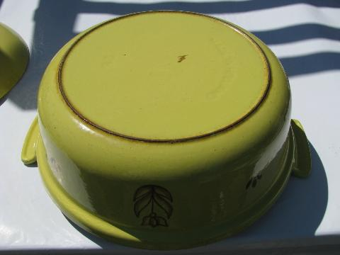 Dru - Holland, vintage tulip sprig cast iron enamel dutch oven, rare yellow