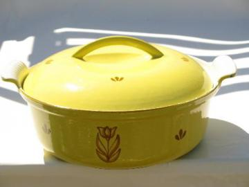 Dru - Holland, vintage tulip sprig cast iron enamel dutch oven, rare yellow