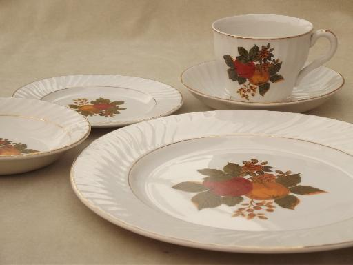 & English Harvest Wedgwood china vintage dinnerware set for 10
