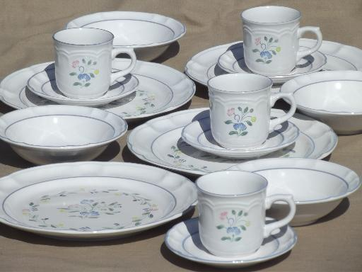Floral Expressions dinnerware set, never used vintage Hearthside ...