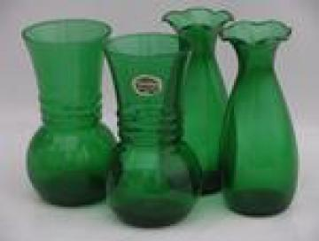 Forest Green Anchor Hocking label, two pairs of vintage glass vases