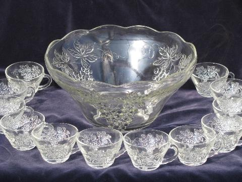 harvest grapes pattern vintage glass punch bowl set w 12 cups. Black Bedroom Furniture Sets. Home Design Ideas