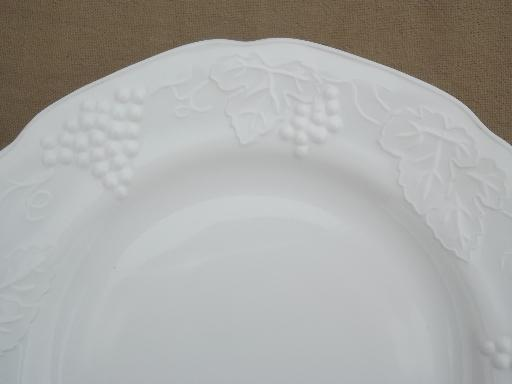 Indiana harvest grapes milk glass dinner plates vintage grape pattern milk glass & Indiana harvest grapes milk glass dinner plates vintage grape ...