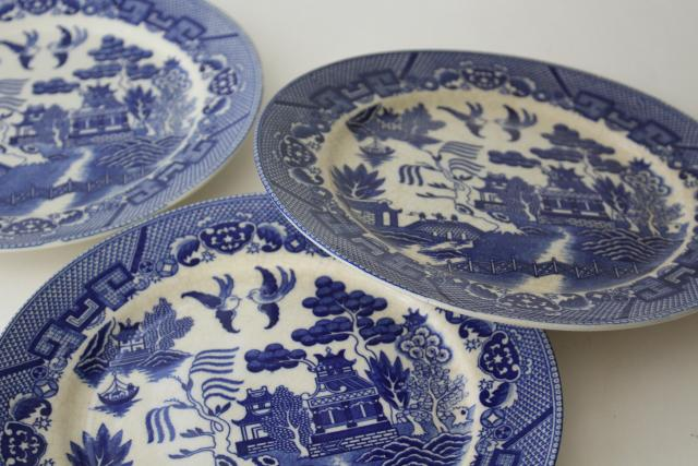 Japan blue willow pattern china dinner plates, vintage chinoiserie