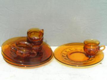 Kingu0027s Crown vintage amber glass snack sets : luncheon plates with cup holder - pezcame.com