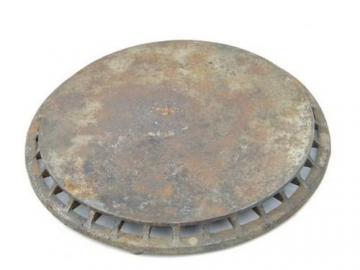 Large round primitive antique cast iron trivet 1911 patent