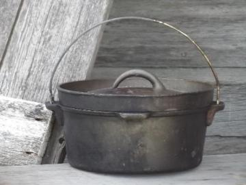 Lodge cast iron dutch oven, large campfire cooking pot w/ lid for coals