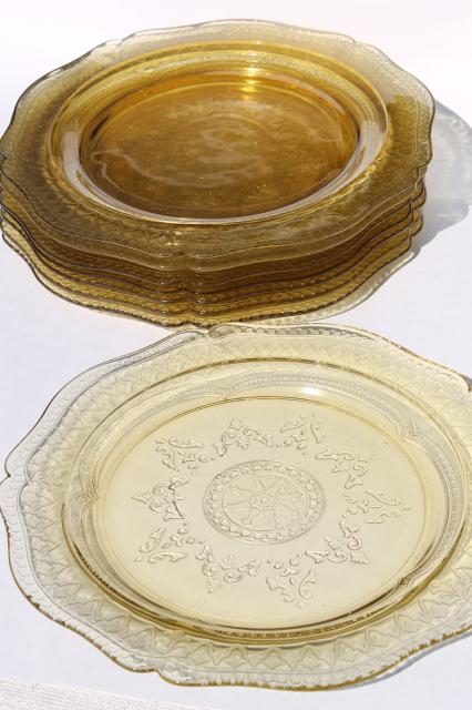 Madrid / Recollection pattern glass, amber yellow depression glass dinner plates