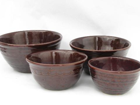 Marcrest daisy-dot nest of mixing bowls, vintage Western pottery