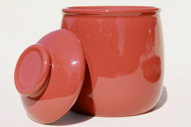 Mikasa Separates Bob Van Allen, solid color terracotta cracker jar & serving plate set