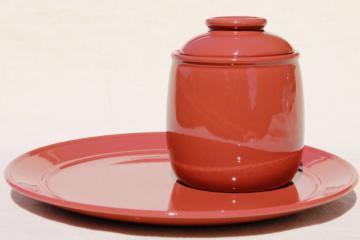 Mikasa Separates Bob Van Allen, solid color terracotta cracker jar & serving plate set