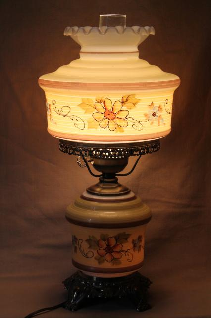 Quoizel vintage hurricane chimney lamp w/ painted milk glass shade & lighted lamp base
