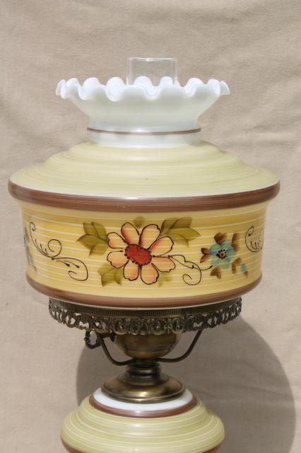 Quoizel Vintage Hurricane Chimney Lamp W Painted Milk