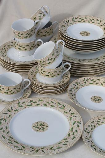 Royal Holly Gibson everyday china Christmas dishes set for 8 w/ holly on tan : every day dinnerware - pezcame.com