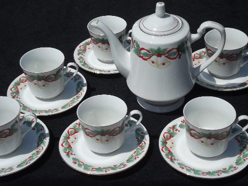 Sango Noel coffee pot and set of six cups and saucers, Chrismas holly china