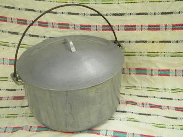 Supermaid 10 quart dutch oven camp kettle, vintage aluminum cookware